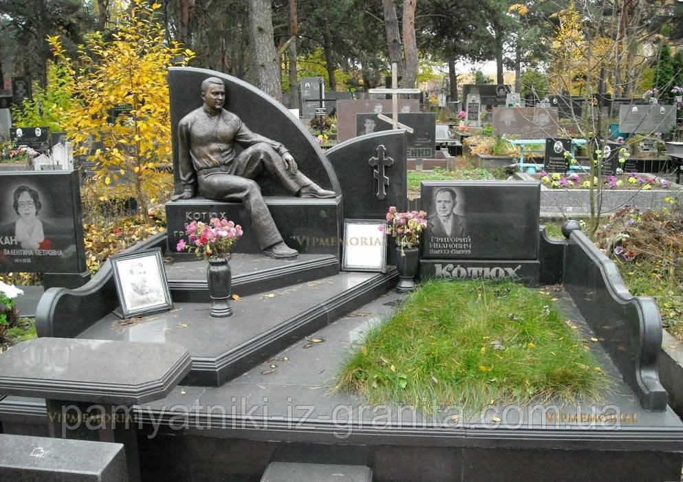 Скульптура мужчины из бронзы №71