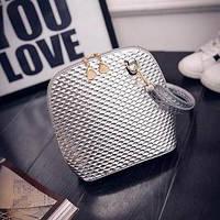 Маленькая женская сумка с рифлением серебристая