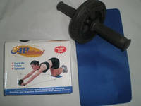 Ролик гимнастический одинарный, утяжелённый в комплекте с ковриком.