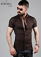 Мужская рубашка с коротким рукавом.