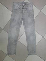 Джинсы на девочку серые с принтом 134р.