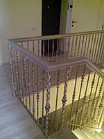 Лестницы с металлическим ограждением и ковкой