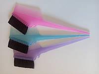 Кисть для окрашивания волос с расческой (цветная)