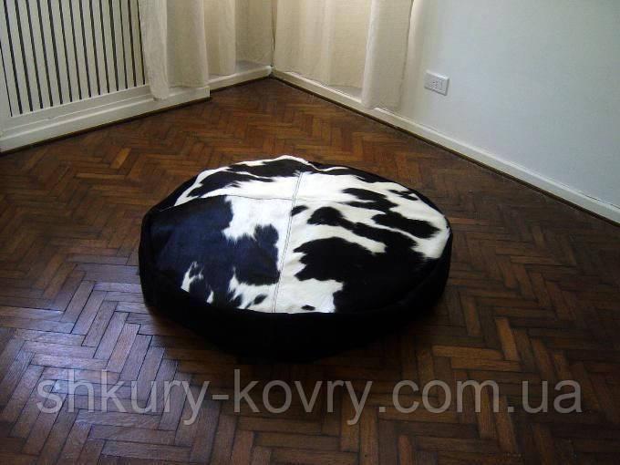 Чорно білий м'який, обтягнутий шкірою корови