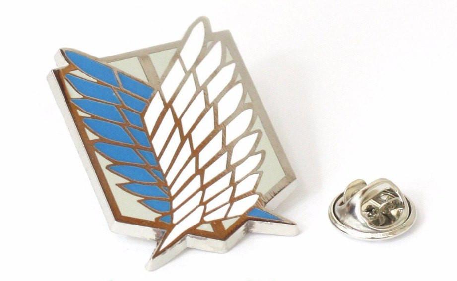 Значок Атака Титанов цвет серебро с синим