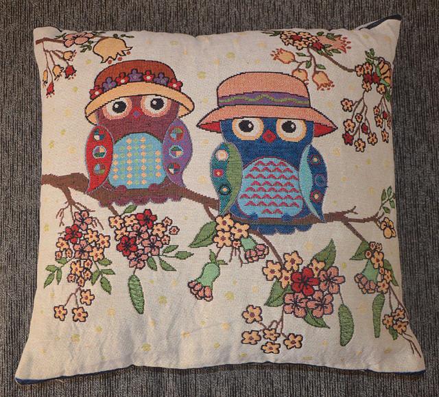 декоративная подушка из гобелена