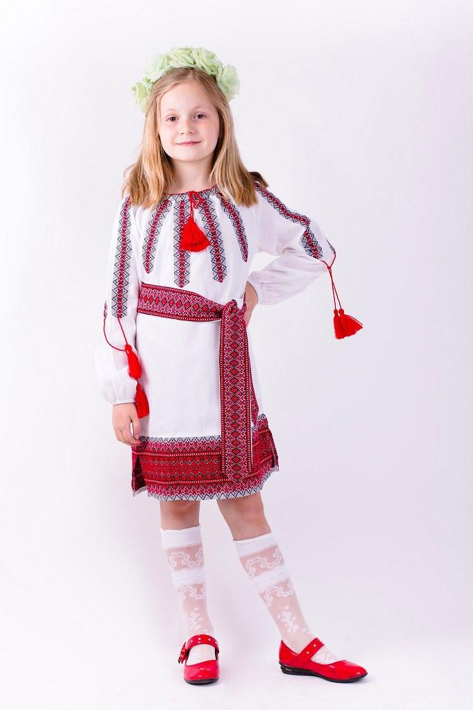 Очень красивое детское вышитое платье