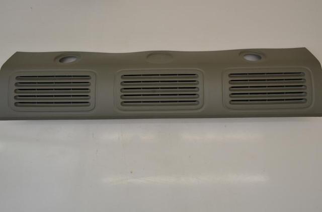 Пластиковая оббивка салона (место перегородки, нижняя, центральная) на Renault Trafic 2001->  —  8200041179