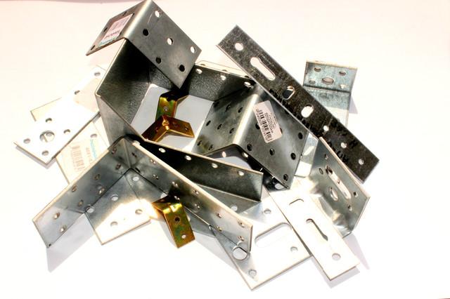 Перфорированный крепеж (уголки, пластины,перфорированные ленты, крепления для балок и стропил)