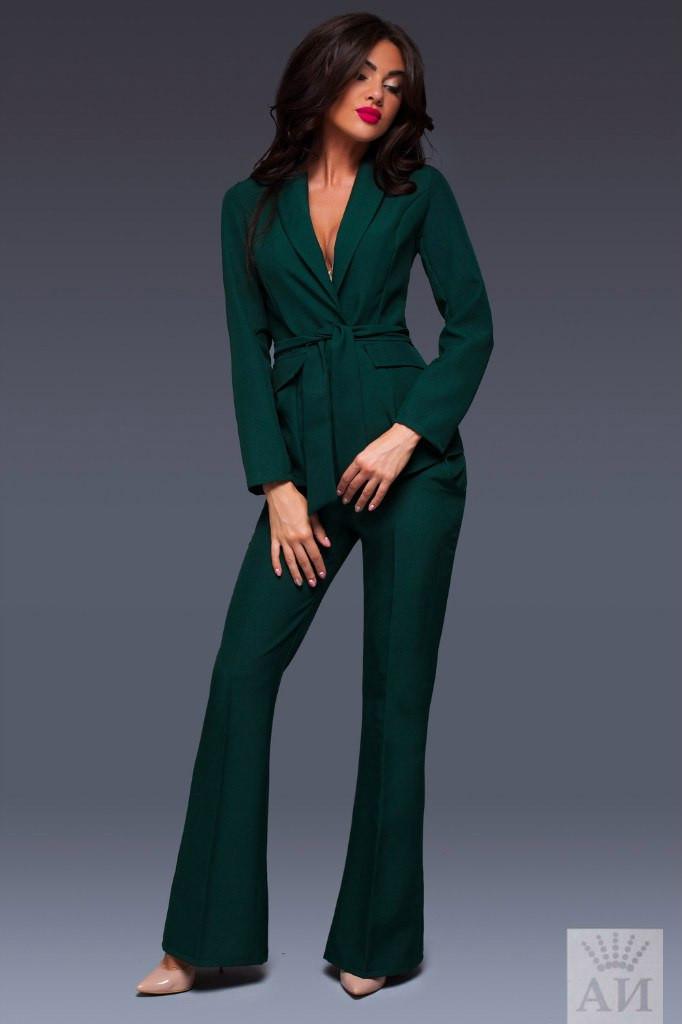 Женский костюм пиджак и брюки внизу клеш с пояском в комплекте