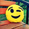 Подушка-смайлик Emoji Подмигивающий