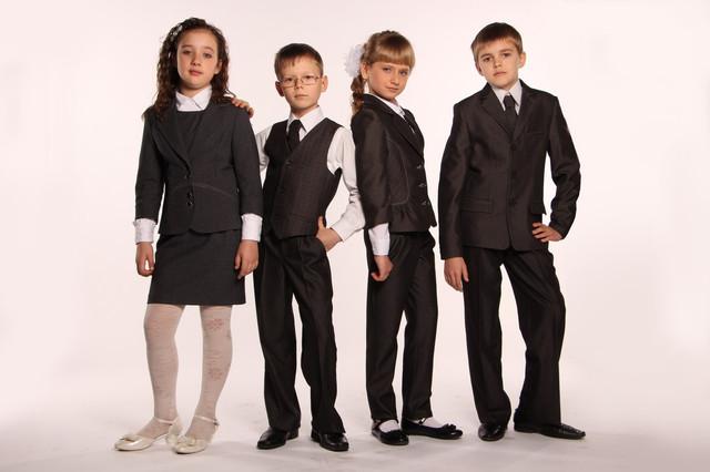 Школьные костюмы и комплекты