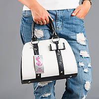 Белая женская сумочка черные вставки