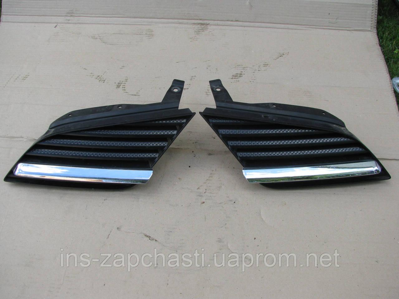 Решетка радиатора правая 62320 AU300 Nissan Primera P11/P12