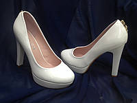 Туфли белые классические на каблуке
