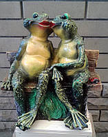 """Садовая скульптура """"Две лягушки на скамье"""""""
