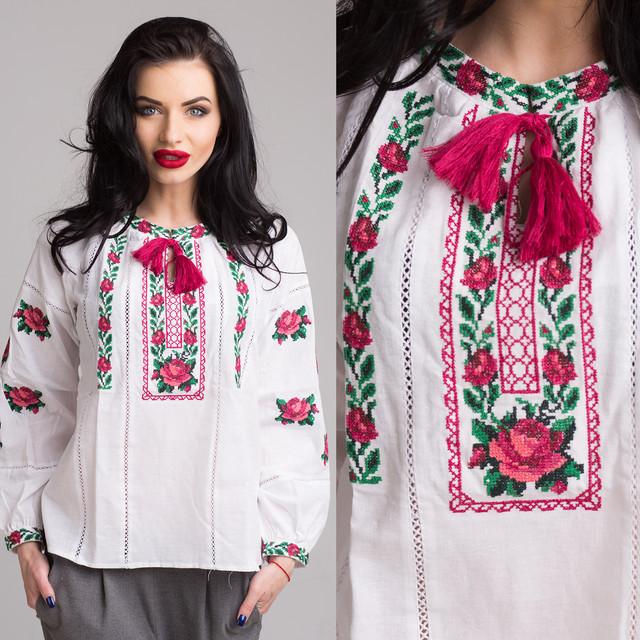 7d617220725e Вышитая блуза с Розами на домотканом полотне. Шикарная модель с богатой  вышивкой в украинском стиле, станет прекрасным дополнением Вашего гардероба.
