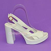 Женские белые лаковые босоножки на высоком каблуке, фото 1