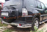 Защита заднего бампера уголки двойные D60-42 на Mitsubishi Pagero Vagon 4 2007+