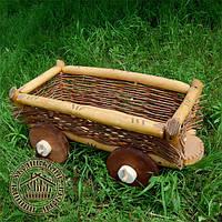 Деревянная тележка для сада
