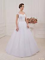 Нежное свадебное платье с аппликацией с бисера и кристалов