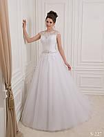Роскошное пышное свадебное платье с декоративным украшенным бисером и кристалами пояском