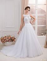 Изумительное свадебное платья с полупрозрачным корсетом украшенным гипюром