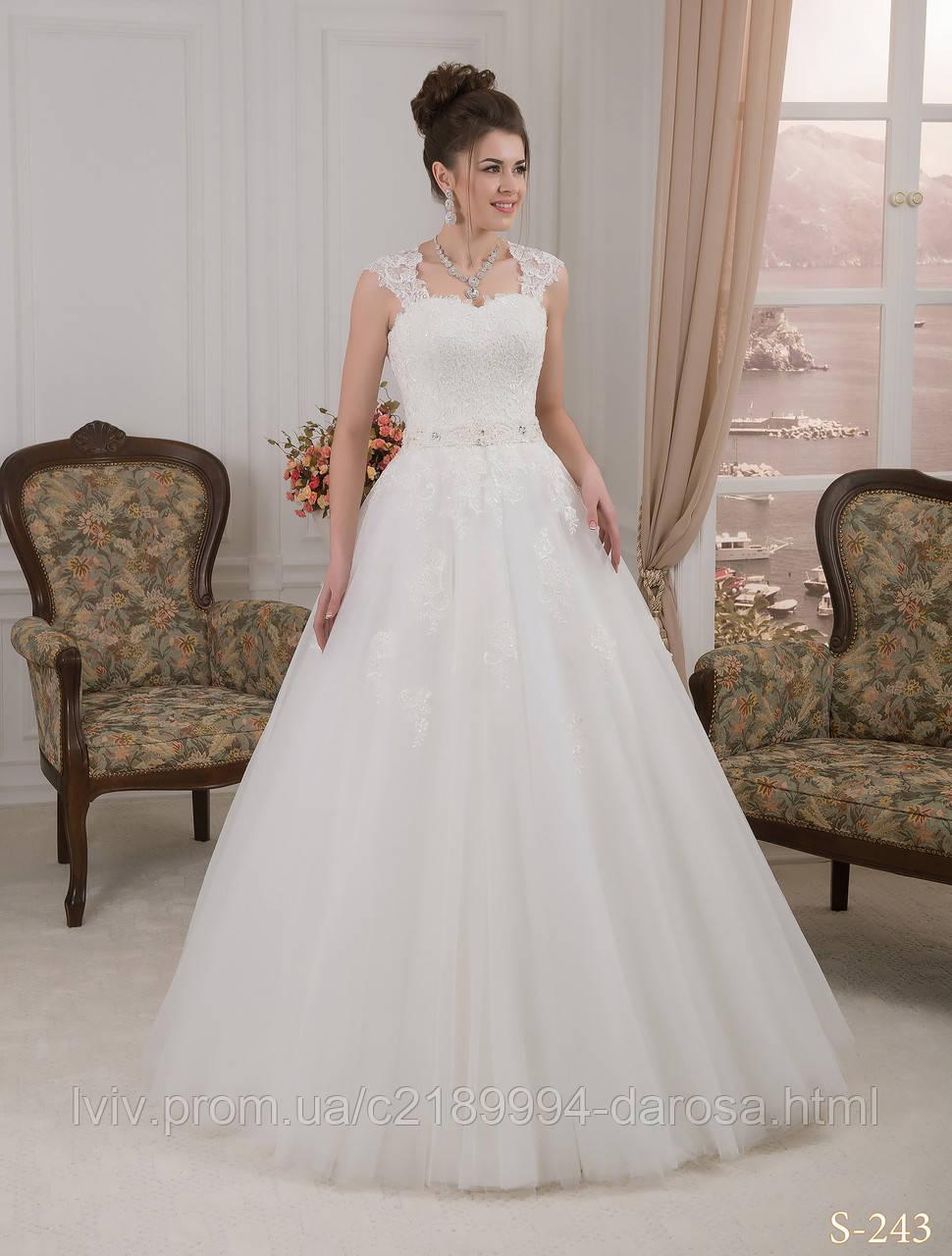 Свадебное платье расшитое жемчугом