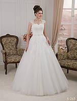 Роскошное свадебное платье расшито бисером, камнями и жемчугом