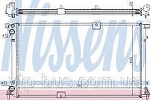 Радиатор охлаждения двигателя на Renault Trafic 2,5dCi (135 л.с.) с 2003... Nissens (Дания) NIS63818A
