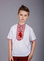 Вышитая рубашка на мальчика с красным орнаментом и коротким рукавом, фото 1