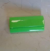 Клатч красивый зеленый лаковый.made in Turkey