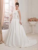 Мечтательное свадебное платье  со шлейфом и юбкой в складки