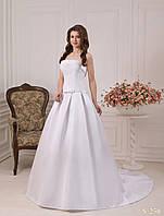 Лаконичное свадебное платье со шлейфом и нежным кружевом на корсете