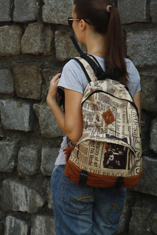 Городской рюкзак с газетным принтом