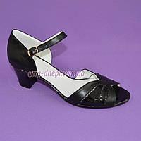 Босоножки женские на невысоком каблучке, цвет черный, фото 1
