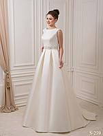 Аристократическое свадебное платье со шлейфом и нежнейшим поясом украшенным бисером, жемчугом и камнем