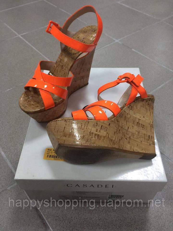 Ярко-оранжевые босоножки Casadei