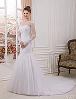 Восхитительное свадебное платья силуэта русалка с очень красивым шлейфом