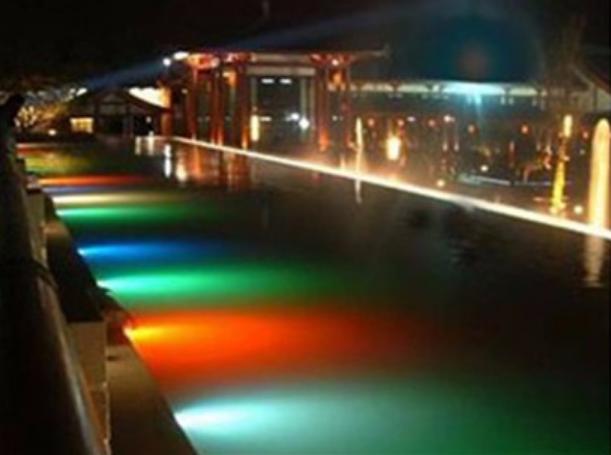 10 идей подсветки для бассейна
