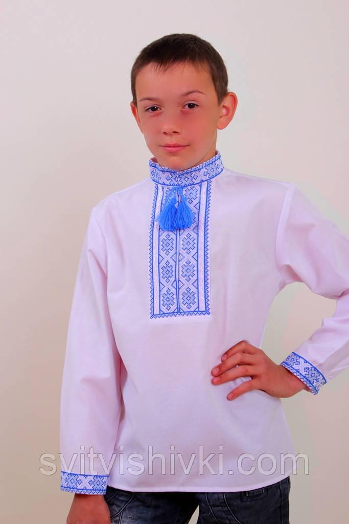 Вышитая мальчиковая сорочка с голубым узором