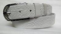 Кожаный женский ремень 40 мм белый с цветочным рисунком пряжка серебрянная со стразами