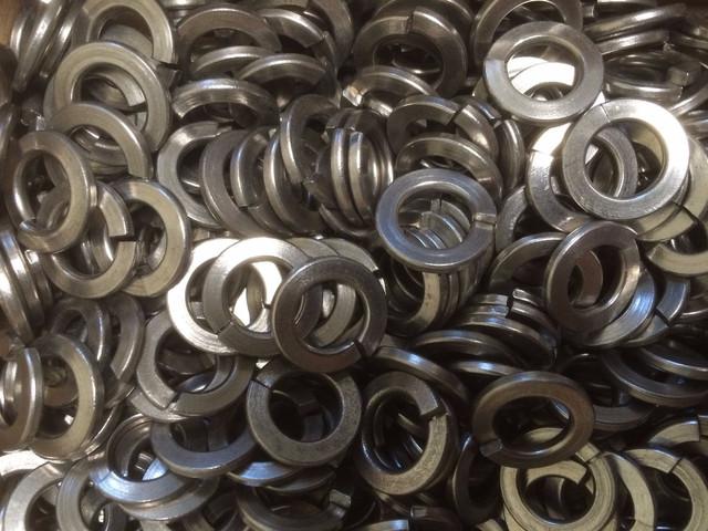 Пружинные шайбы из нержавеющих сталей ГОСТ 6402-70, DIN 127 | Фотографии принадлежат предприятию Крепсила