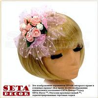 Розовая круглая шляпка таблетка с розами на заколке, вуалетка.
