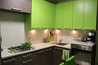Современная угловая зеленая кухня из ЛДСП, фото 1