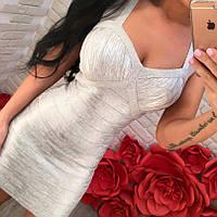 Шикарное утягивающее платье с декольте и вырезом на спине