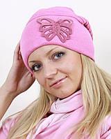 Красивая розовая шапка с бабочкой