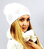 Красивая белая шапка на зиму