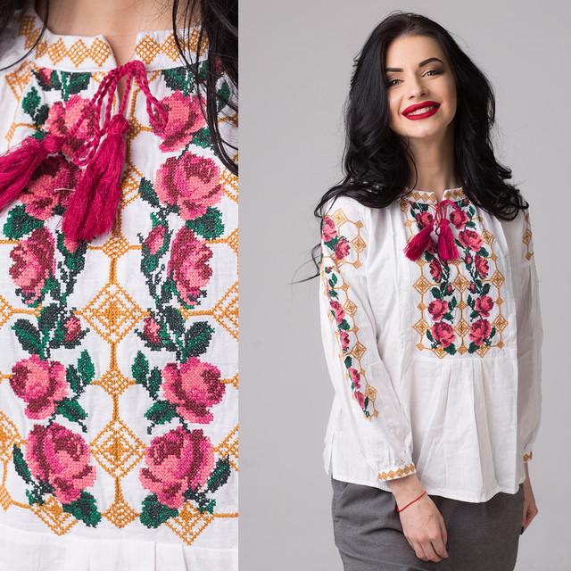 Женская блуза с вышивкой Розы