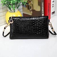 Стильная маленькая женская сумка с длинной ручкой под кожу крокодила (черная)